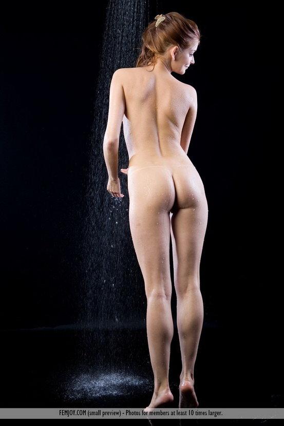 Эротические фотогафии девушки в душе
