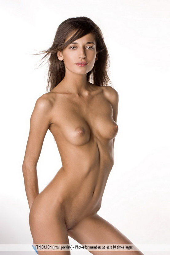Эротические фотографии худенькой девушки