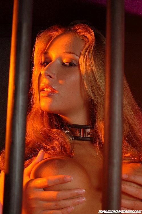 Фотографии красивой девушки садо-мазо