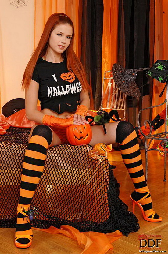 Эротическая галерея девушки, празднующей хэллоуин.