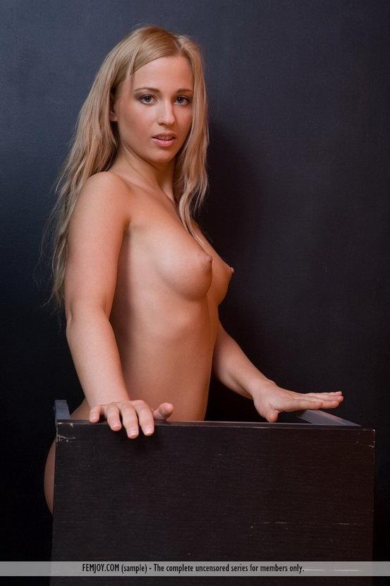 Эротические фотографии нежной блондиночки
