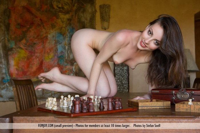 Эротический фотосет симпатичной девушки