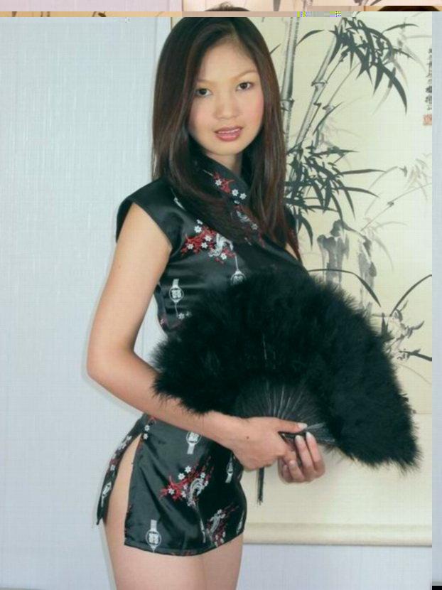 Эротические фотографии маленькой азиаточки с веером