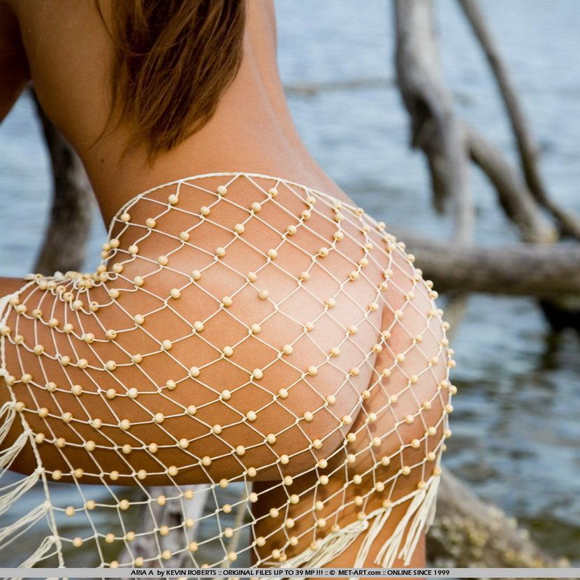 Эротическая фотогалерея купания обнаженной девушки