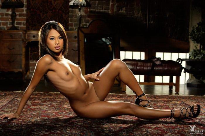 Эротические фото смуглой азиатки-секси