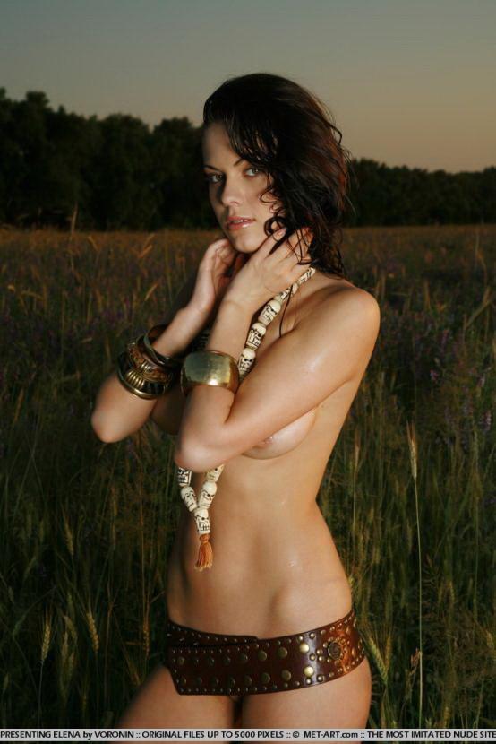 Эрогалерея красивой девушки на закате солнца