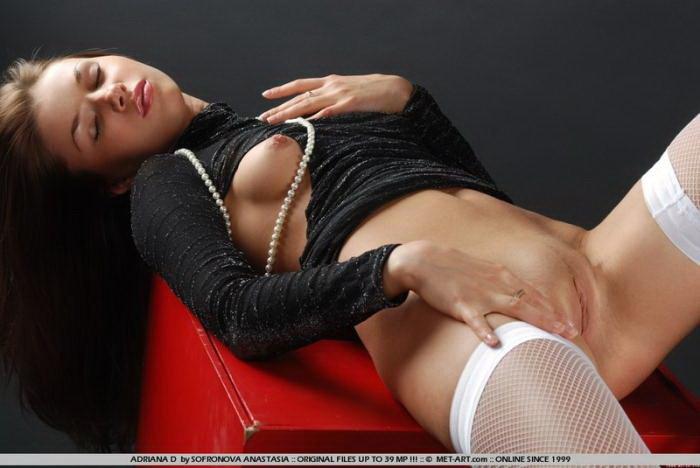 Эрогалерея красивой девушки в черном боди