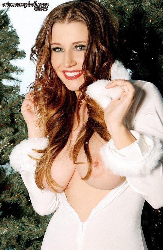 Эротический фотосет горячей брюнетки в костюме Снегурочки