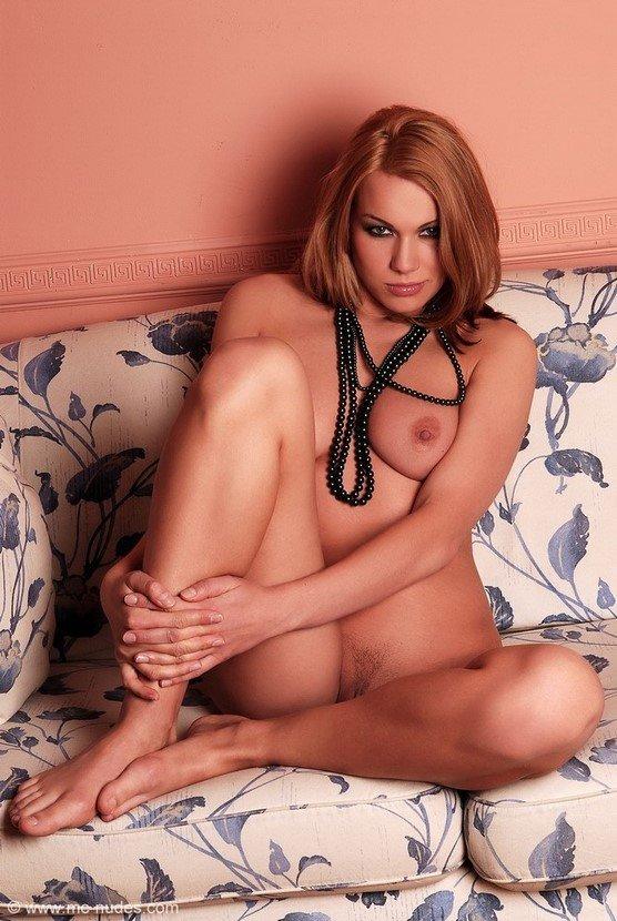 Эрогалерея симпатичной девушки с черным жемчугом