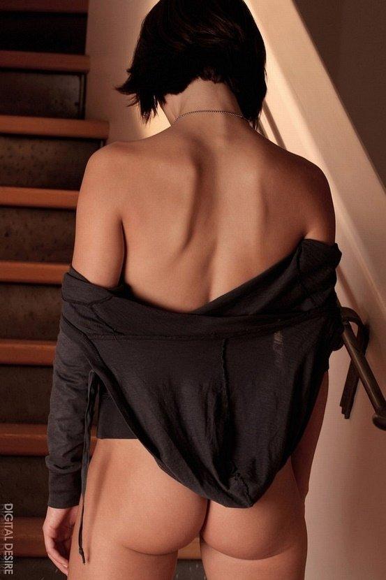 Эрогалерея симпатичной девушки в темно-серой кофте