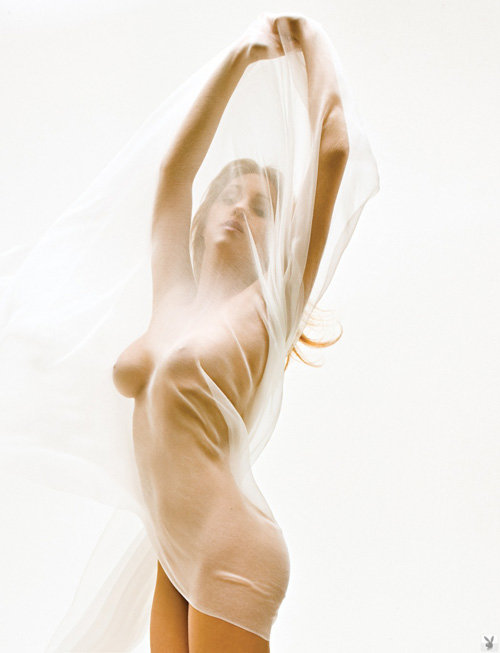 Эротическая галерея блондинки с прозрачным платком