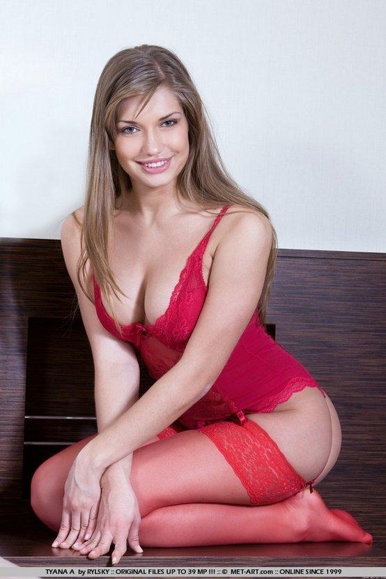 Эротическая галерея девушки-секси в красном белье