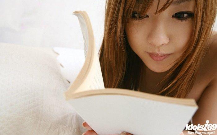 Эротическая фотогалерея прелестной японочки в белом платье