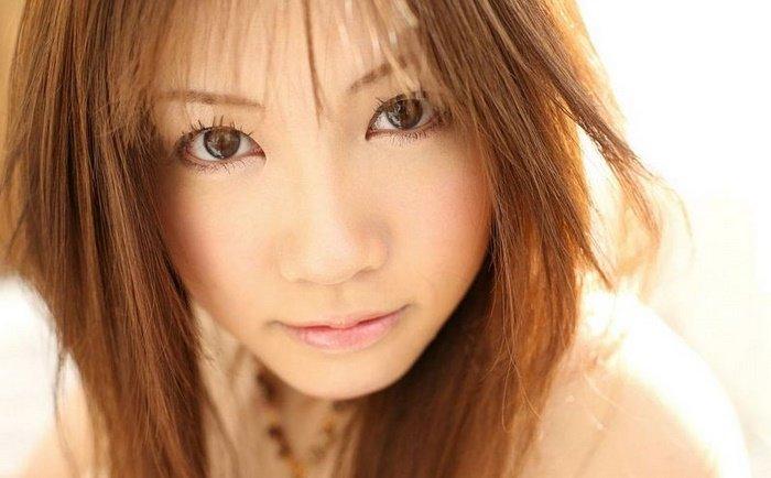 Эротическая галерея симпатичной японочки в оранжевом платье