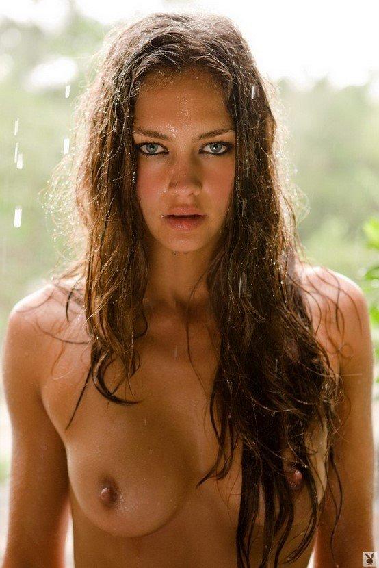 Эротические фотографии голой девушки в дикой саванне