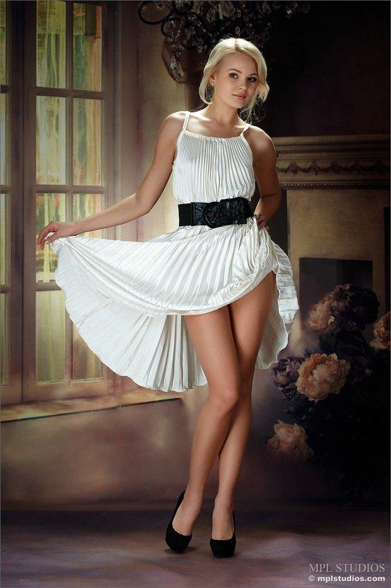 эротика фото платье