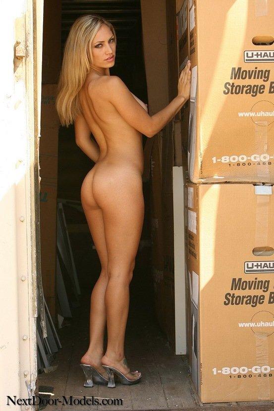 Эротический фотосет блондинки-секси в прозрачно платьице