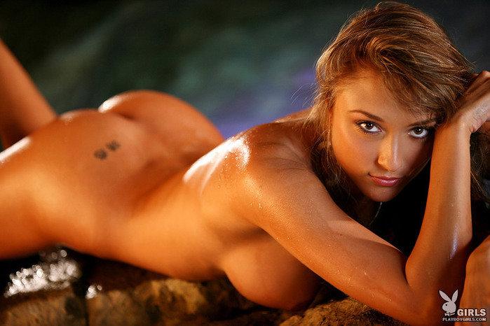 Эротическая галерея шатенки в сексуальном нижнем белье