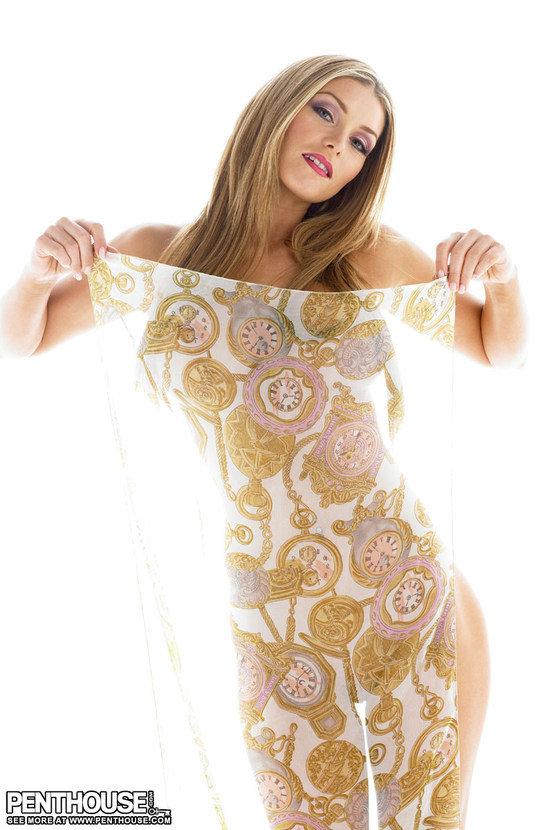 Эротическая фотосессия красивой голой девушки с шалью