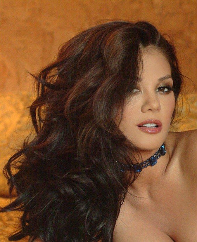 Эротические фото сексапильной девушки в синем пеньюаре