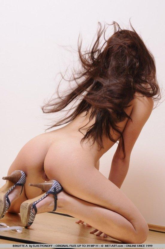 Эротическая галерея красивой девушки в белых трусиках